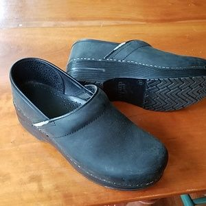Size 38/8 womens black Dansko clogs